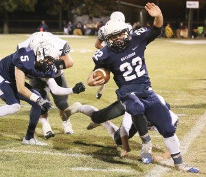 Minco senior quarterback Shannon Williams had a big game for the Bulldogs in their match-up against Afton in the Class A quarterfinals on Friday.