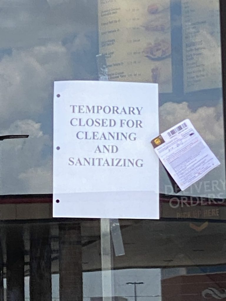A sign on the door at Taco Bell, 980 E State Highway 152, notifies customers that it has temporarily closed for business. (Photo by Steve Coulter)