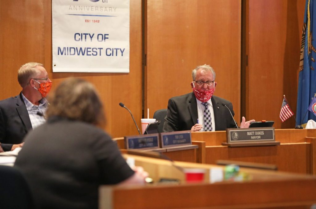 Mayor Matt Dukes (Right) speaks about changes to an ordinance regulating business hours for medical marijuana dispensaries. (Photo by Jeff Harrison)