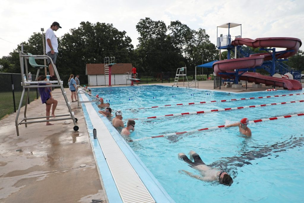 Mid-Del high school swimmers hold summer workouts at the Eagle Harbor Aquatic Center in Del City. (Photo by Jeff Harrison)